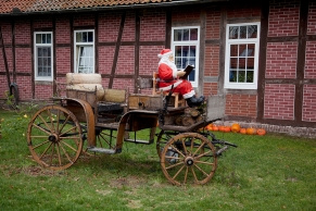 Nikolaus auf einem Kuscherwagen
