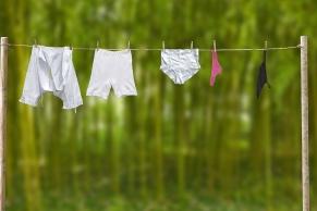 Wäscheleine mit Unterwäsche