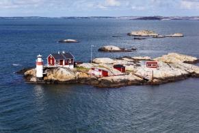 Leuchturmhäuschen auf einer Schäreninsel