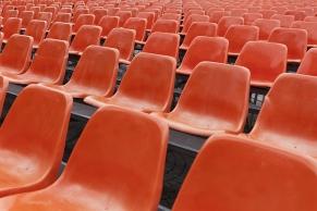 Rote Sitzreihen