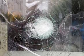 Zerschlagene Glasscheibe